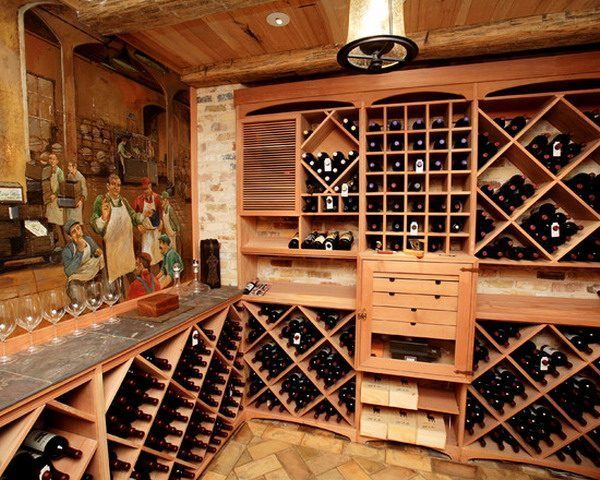 Customize-Wine-Bar-Storage-with-Traditional-Murals-Ideas
