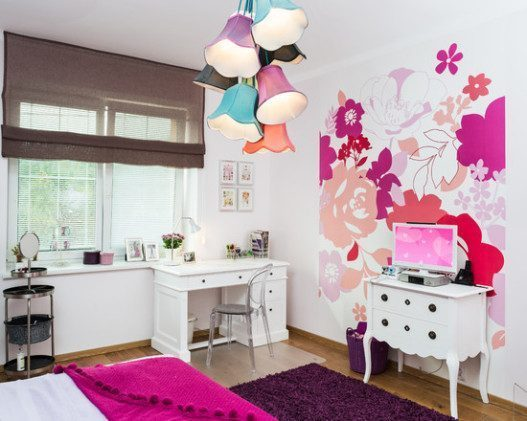 Nice Girls Bedroom Design with Flowers Murals 527x421 - Vẽ Tranh Tường Phòng Ngủ