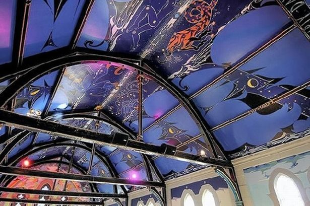oran mor ceiling 894701904 - Vẽ Tranh Tường Quán Cafe