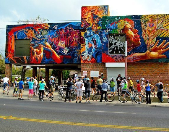 Westside Mural Bike Tour Tom Trevino - Vẽ Tranh Tường Ngoài Trời