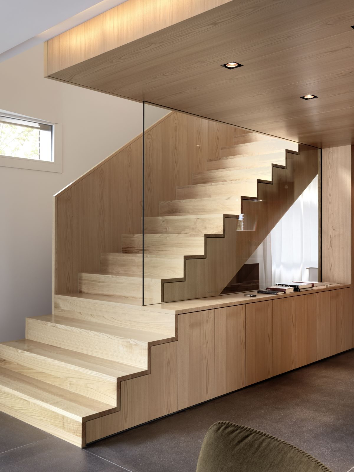 exclusive-interior-wood-stairs-decor
