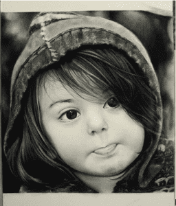 Capture 1 256x300 - Nghệ thuật vẽ tranh trắng đen bằng bút chì