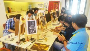 Workshop tranh khắc gỗ được tổ chức bởi Art Land 1 300x169 - Trung Tâm Đào Tạo Mỹ Thuật JOLLA Quận Bình Thạnh